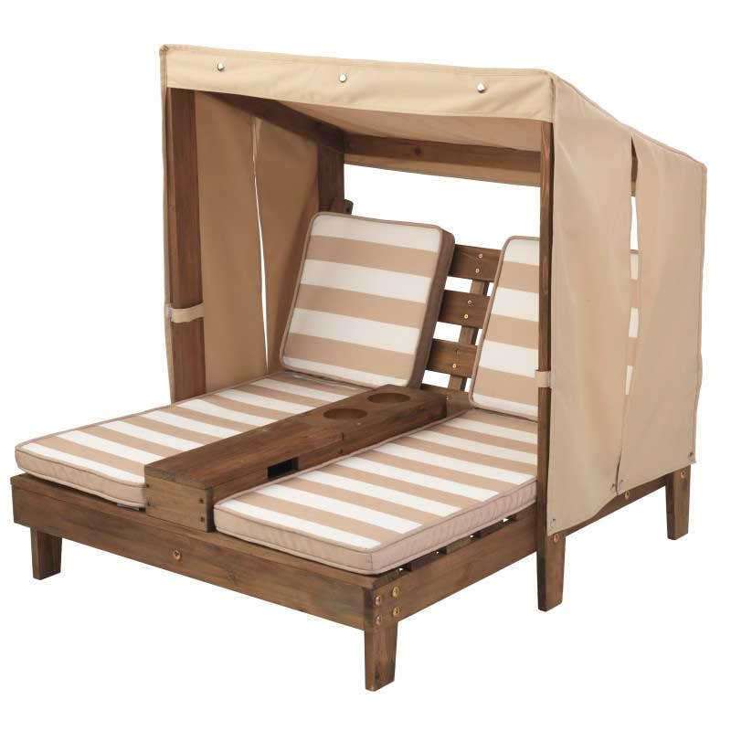 Made of weather-resistant wood and sturdy canvas