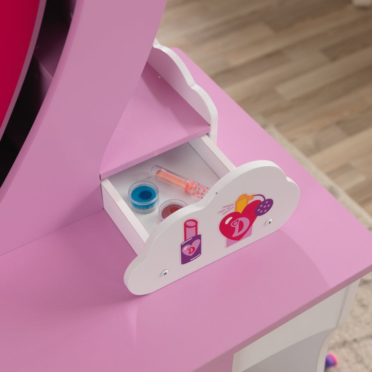 Pull-out secret cloud drawers