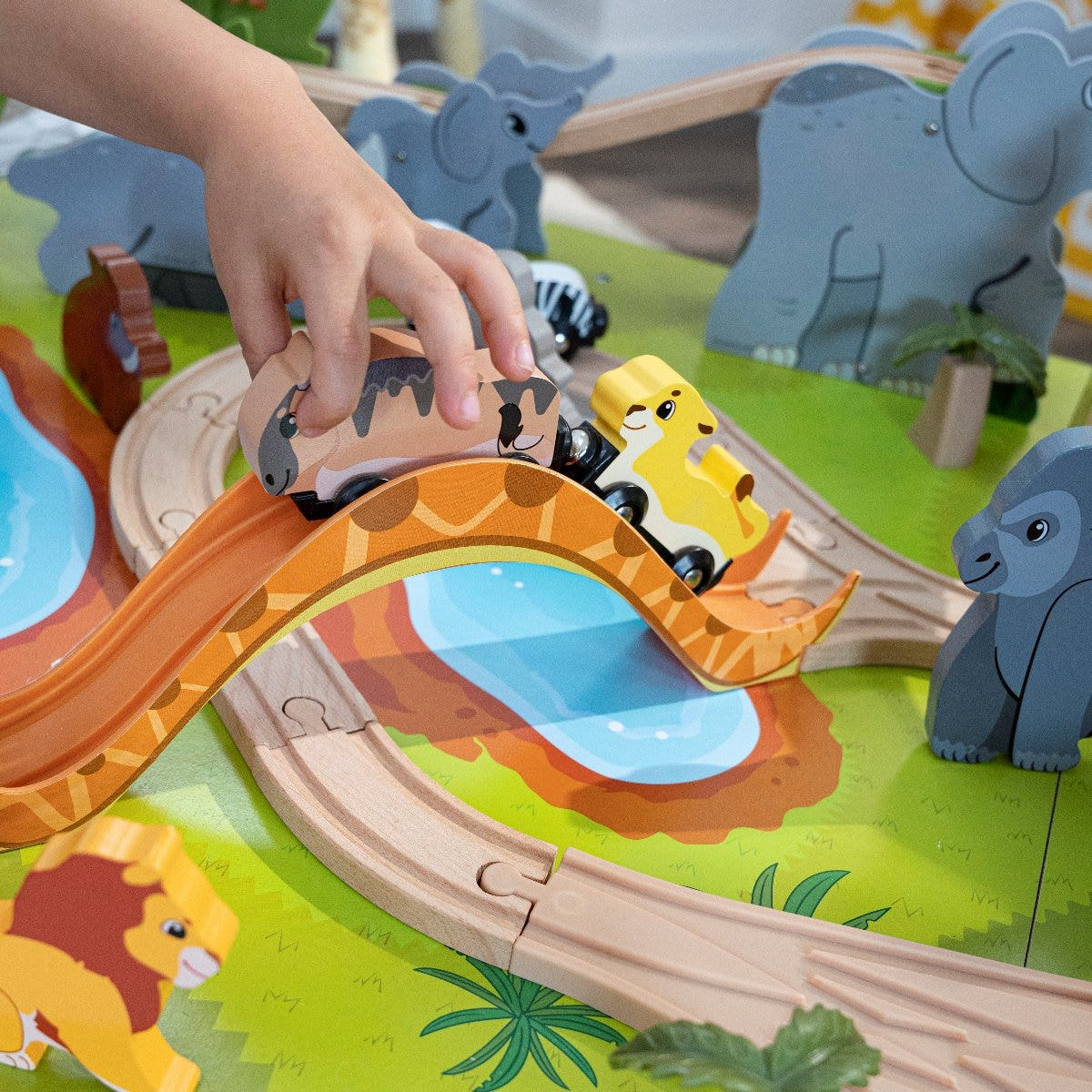 Magnetic Connection: All six of the animal vehicles have magnets to connect them so they can form a jungle parade around the track.