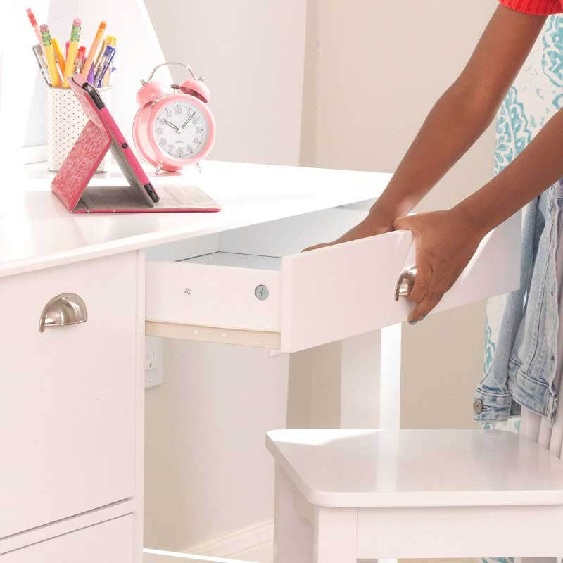 1 storage drawer