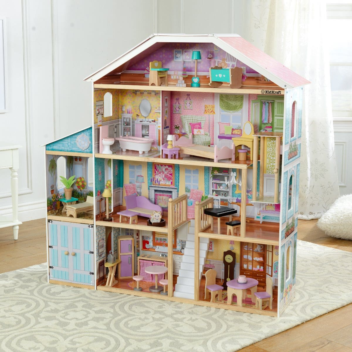 Eight rooms of open space to decorate and let imaginations run wild
