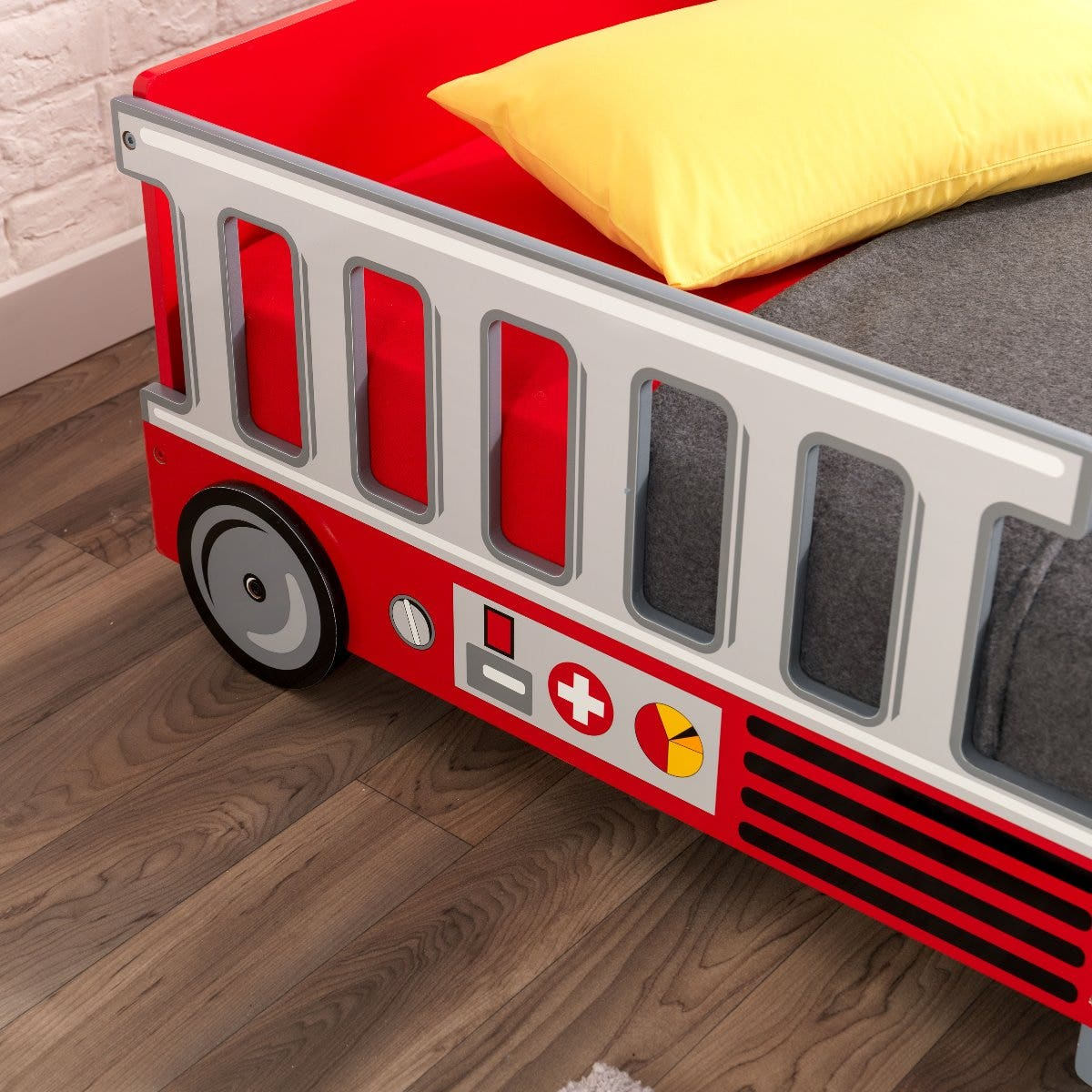 Makes the transition from a cot to a regular bed as easy as possible